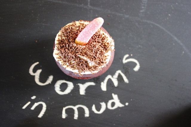 Worms in mud cupcakes