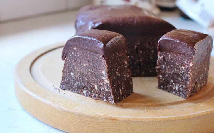 Date and cashew fudge