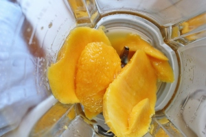 mango in blender