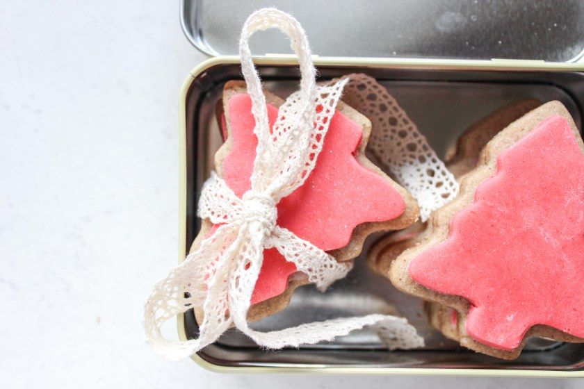 Christmas spice cookies with fondant (3 of 8)